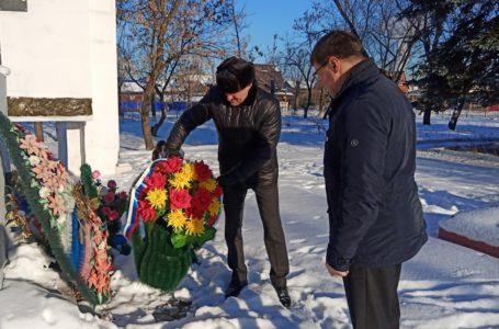 В Усть-Катаве отдали дань памяти погибшим воинам, чьи имена и захоронения неизвестны