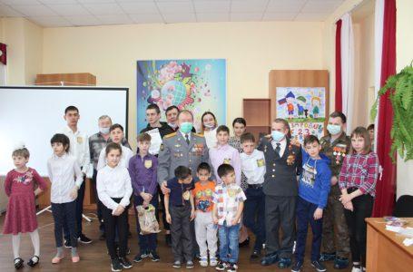 Ветераны ОВД Усть-Катава, представители Общественного совета при ОМВД отметили 23 февраля с воспитанниками Центра помощи детям весёлыми эстафетами