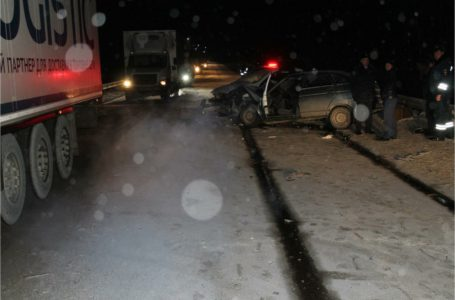 На трассе М-5 в районе Усть-Катава снова произошла жуткая авария -столкнулись три легковых и два грузовых автомобиля