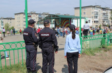 Сотрудники полиции предупреждают о недопустимости нарушений общественного правопорядка при проведении мероприятий, посвященных празднованию Дня России
